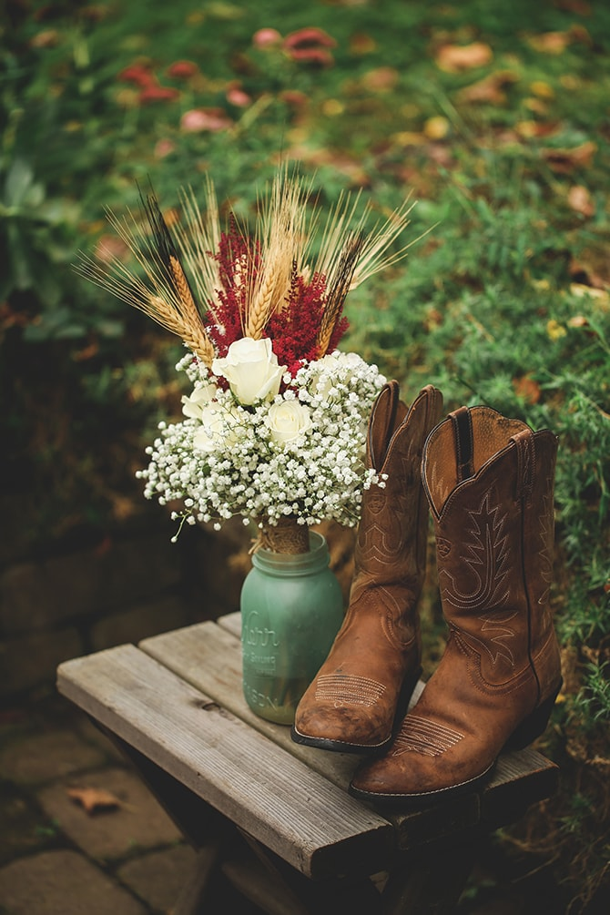 Flowers and cowboy boots | Rustic Dreaming in Pembroke | Jasmine White Photography
