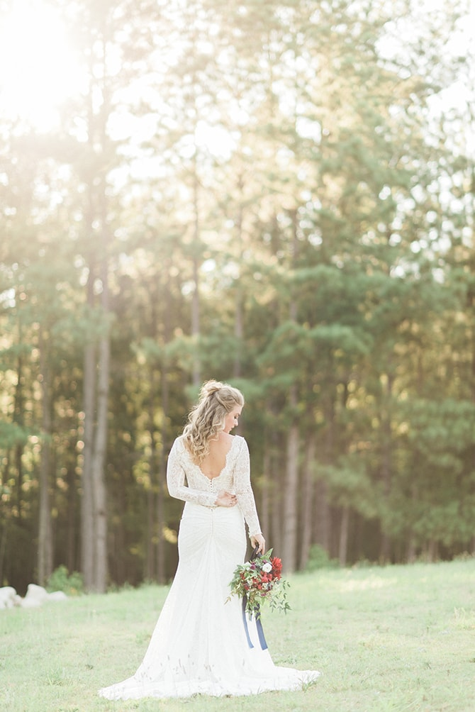 Bride with winter bouquet | A Very Boho Christmas | Kayla Duffey Photography