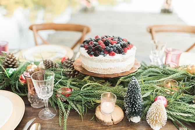 White wedding cake with fresh berries | A Very Boho Christmas | Kayla Duffey Photography