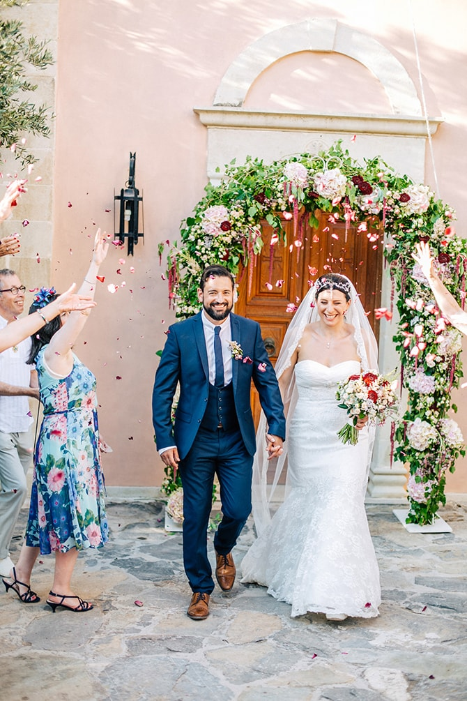 Confetti shot | Natural Alfresco Wedding in Crete HannaMonika Photography