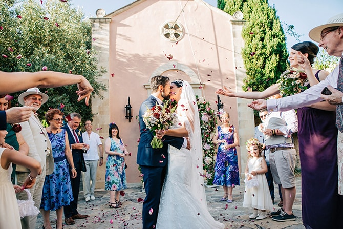 Couple kissing with confetti | Natural Alfresco Wedding in Crete HannaMonika Photography