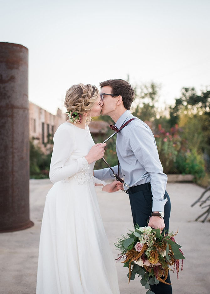 Bride and Groom kissing | Trendy Garden Wedding Inspiration | Inspired Eye Photography