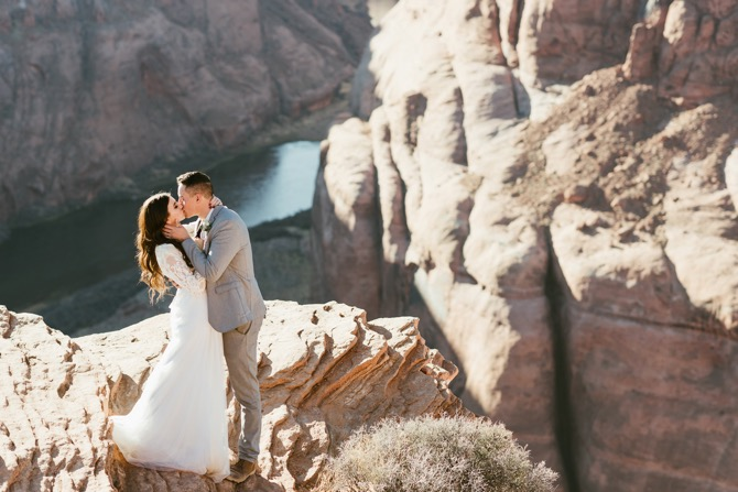 Couple standing on cliffs in Arizona