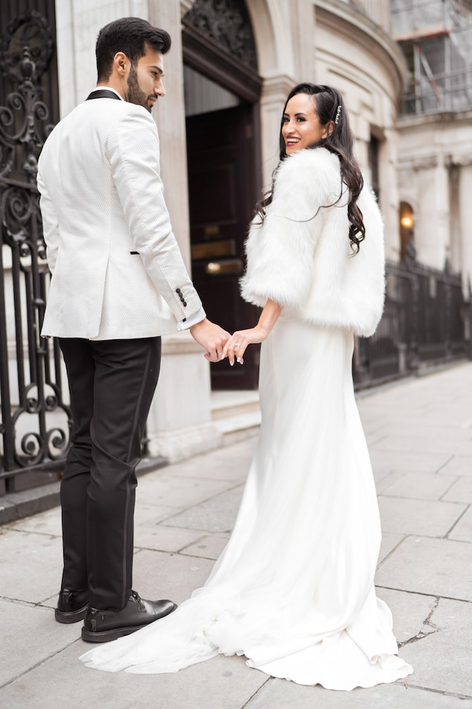 Newlyweds outside No4 Hamilton Place | Modern Monochrome Style in Mayfair