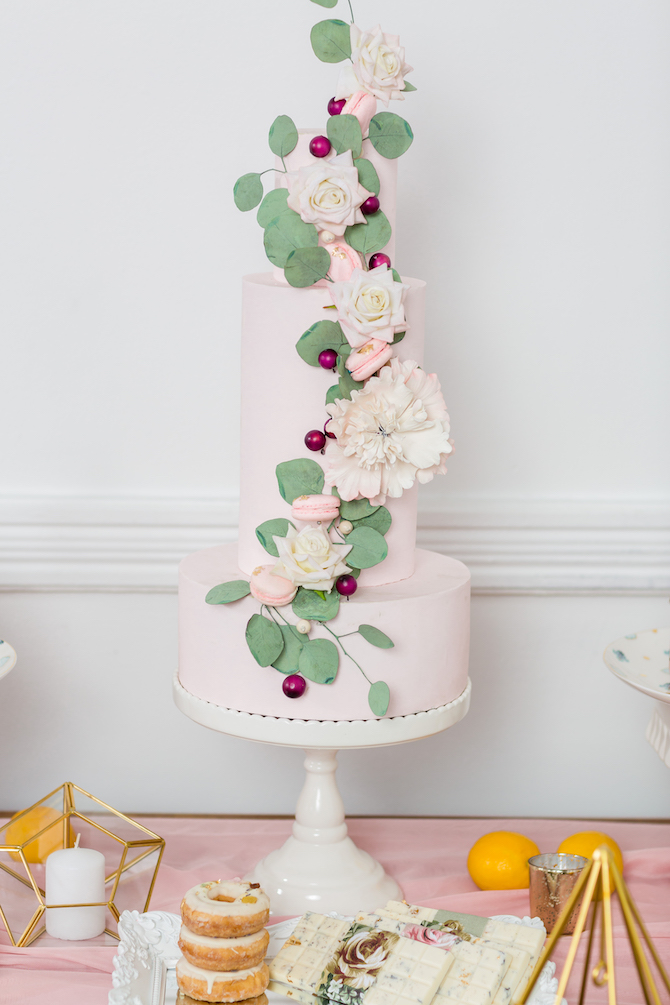 Light pink and green wedding cake