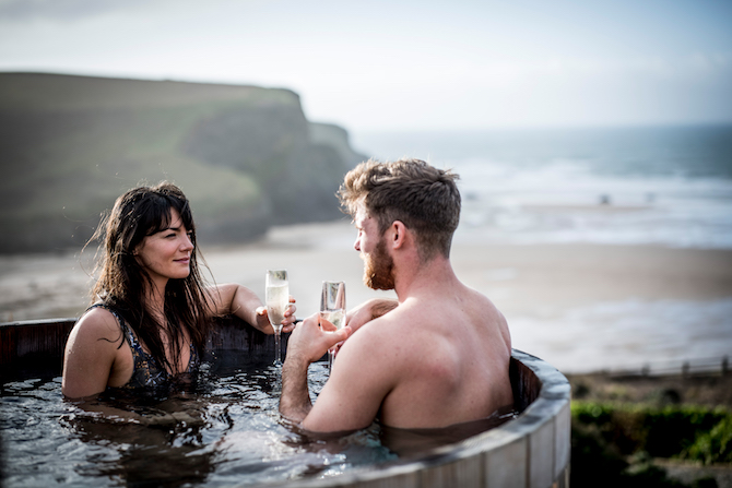 The Scarlet Hotel - Couple in a hot tub