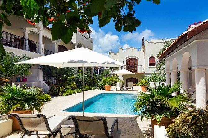 Courtyard Pool Cap Maison