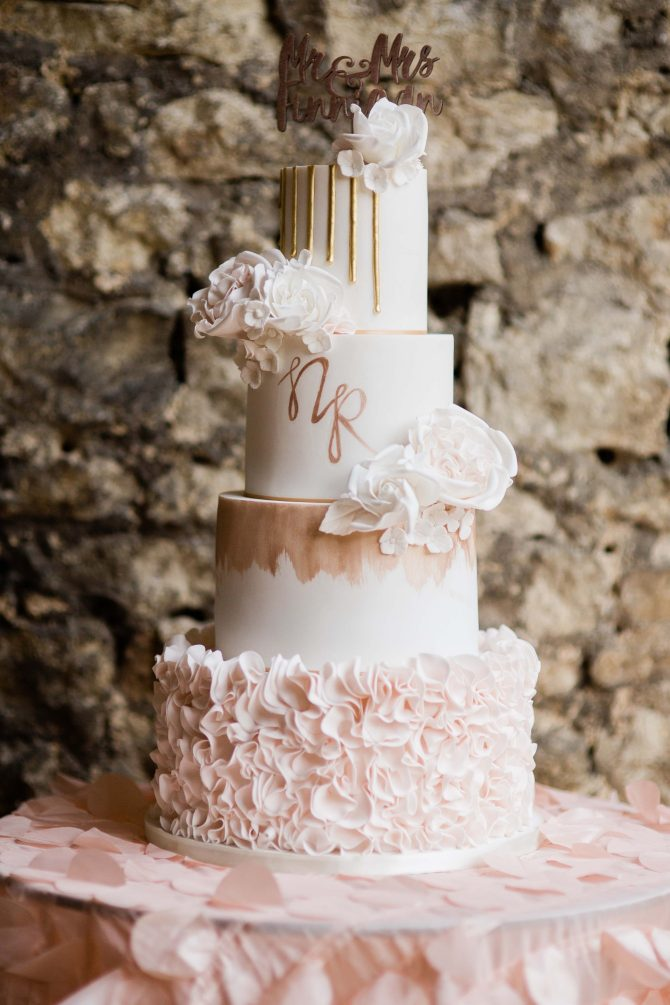 Modern and bright white wedding cake