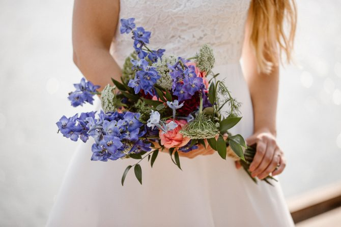 Natural floral bridal bouquet | Real Wedding Mari and Tarjei at Båtsportens Hus